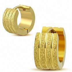 7mm |Boucles d'oreilles créoles Huggie en acier inoxydable plaqué de couleur d'or et rayures sablées (Paire)